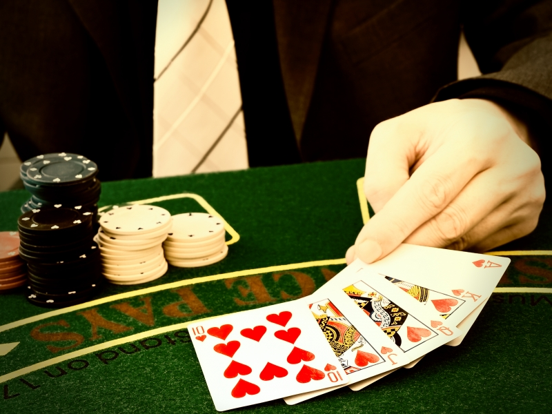 593481-man-playing-in-the-casino